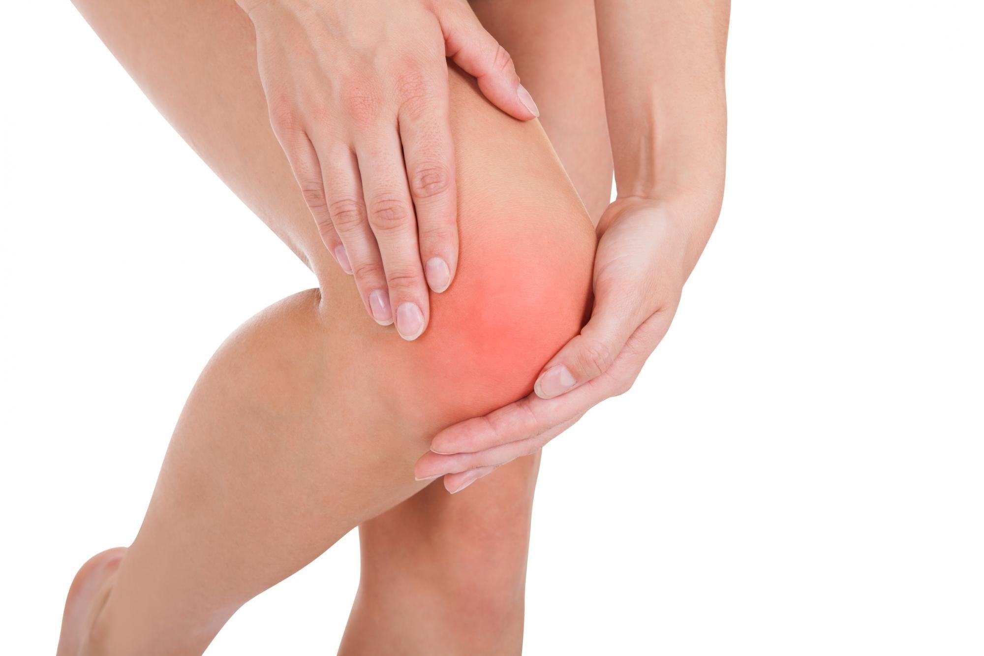 По каким причинам могут болеть колени